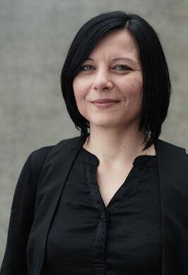Team Portraits der Filmproduktion Karlsruhe mp-film Nahaufnahme von Xenia Gerhardt Regisseurin und Autorin und Gewinnerin des Deutschen Wirtschaftfilmpreises