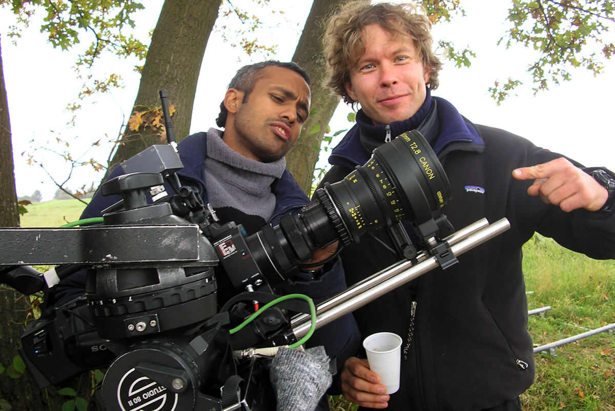 Unterwegs für die Filmproduktion Karlsruhe mp-film Die Kameramänner Kumaran Herold und Andre Pfennig mit einer großen Filmkamera