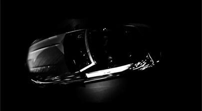 Bild auf der Seite Portfolio. Der Screenshot zeigt einen eleganten Mercedes-Benz PKW im Halbdunkel von oben. Werbespot von Filmproduktion Karlsruhe mp-film.