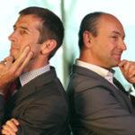 Zwei Investmentmanager lehnen Rücken an Rücken und schauen nachdenklich aus. Screenshot aus dem Eventfilm den die Filmproduktion Karlsruhe mp-film für das englische Unternehmen M&G Investments produziert hat. Bild auf der Seite Portfolio.