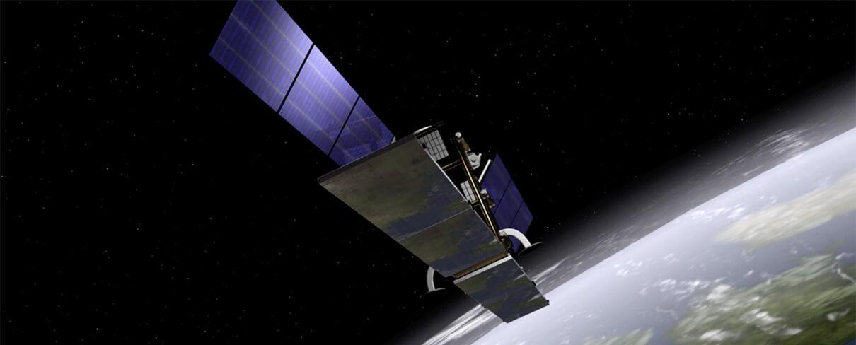 Das Bild zeigt die 3D Animation eines Satelliten der die Erde umkreist. Beispiel aus der Rubrik Ausstellungsfilme, realisiert von der Filmproduktion Karlsruhe mp-film für den Ingenieur Volker Spreckels von der Deutschen Steinkohle AG.