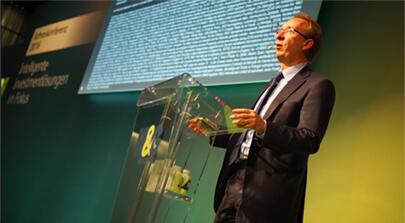 Fonds Manager Richard Woolnough spricht auf der M&G Investments Jahreskonferenz 2016. Bild auf der Seite Portfolio. Die Filmproduktion Karlsruhe mp-film hat den Eventfilm für das Unternehmen realisiert.