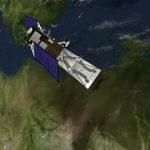 Das Bild zeigt eine 3D Animation eines Satelliten der um die Erde kreist. Screenshot aus einem Eventfilm der Filmproduktion Karlsruhe mp-film für die Preisverleihung des RAG Forscherpreises.