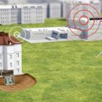 Screenshot einer 3D-Animation aus einem Erklärfilm der Filmproduktion Karlsruhe mp-film für Vattenfall. Zu sehen ist eine schematische Darstellung des Virtuellen Kraftwerks bestehend aus Windrad, Vattenfall Wärmeleitwarte und einem Haus mit einem Keller im Querschnitt in dem sich eine Wärmepumpe befindet.